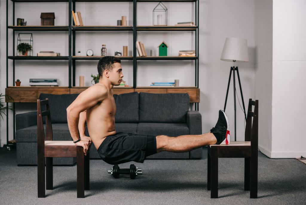 ejercicios-con-silla-para-hacer-en-casa